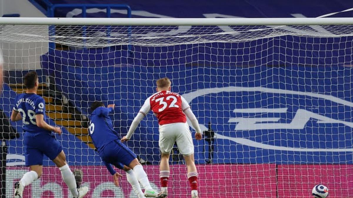 Arsenal có bàn mở tỉ số từ sai lầm của đối phương (Ảnh: Reuters).