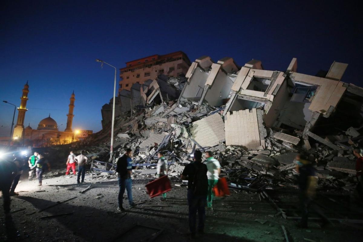 Ảnh: Khung cảnh hoang tàn sau hàng loạt cuộc không kích trả đũa của Israel ở dải Gaza - Ảnh 12.