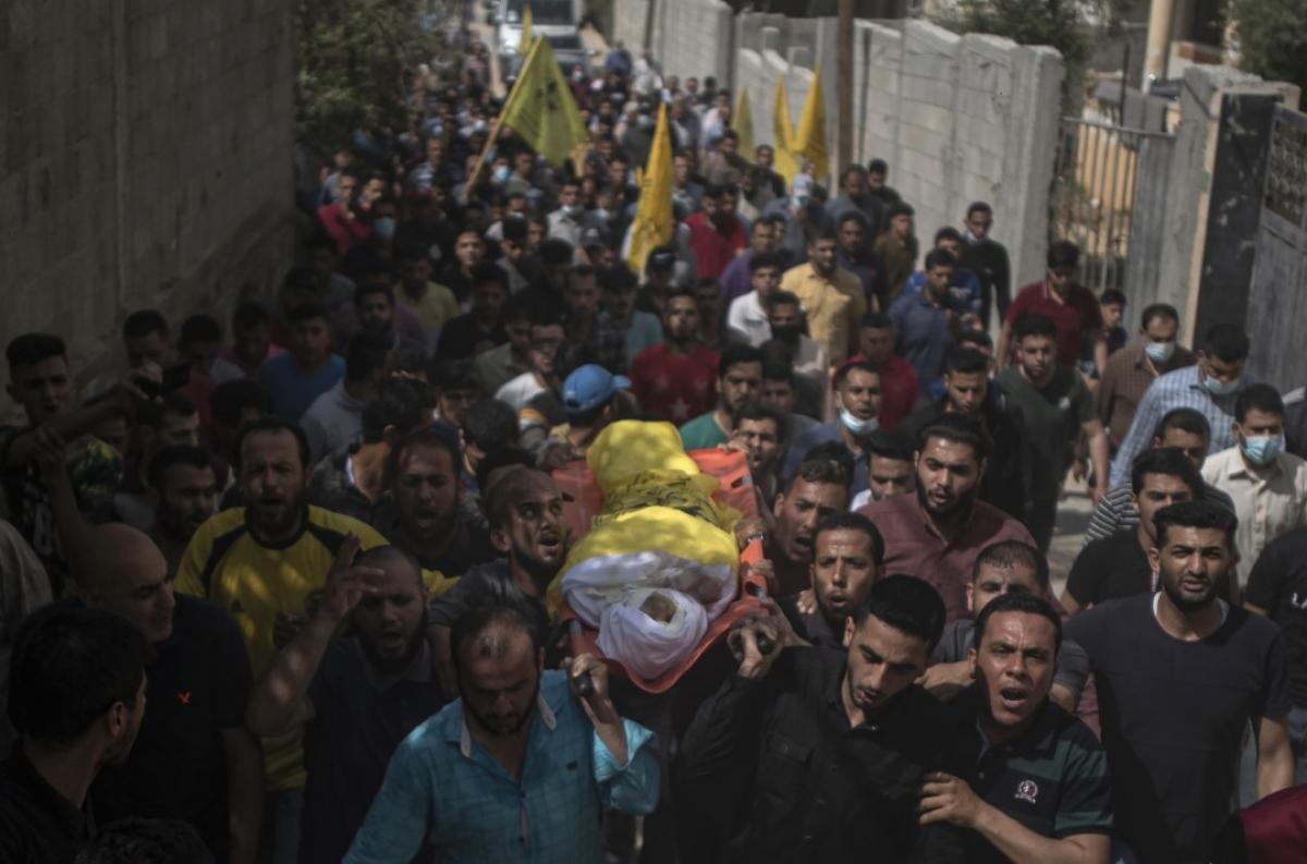 Ảnh: Khung cảnh hoang tàn sau hàng loạt cuộc không kích trả đũa của Israel ở dải Gaza - Ảnh 15.