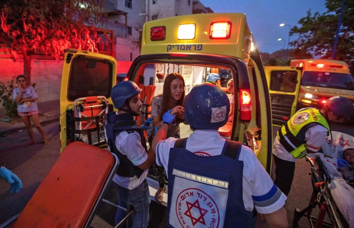 Ảnh: Khung cảnh hoang tàn sau hàng loạt cuộc không kích trả đũa của Israel ở dải Gaza - Ảnh 5.