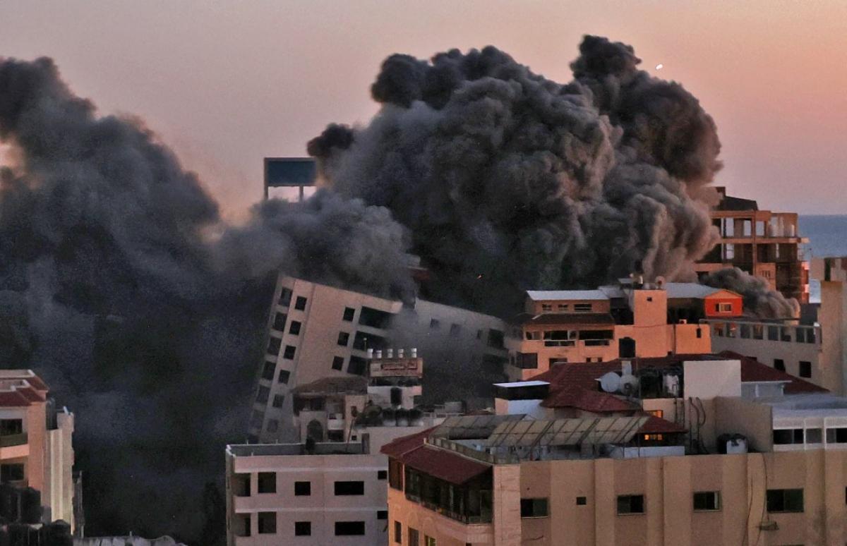 Ảnh: Khung cảnh hoang tàn sau hàng loạt cuộc không kích trả đũa của Israel ở dải Gaza - Ảnh 9.