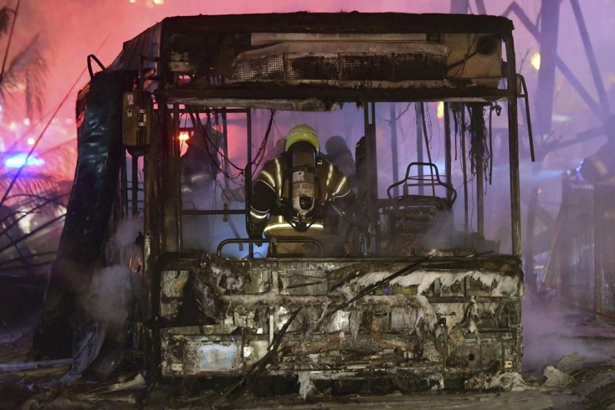 Ảnh: Khung cảnh hoang tàn sau hàng loạt cuộc không kích trả đũa của Israel ở dải Gaza - Ảnh 10.