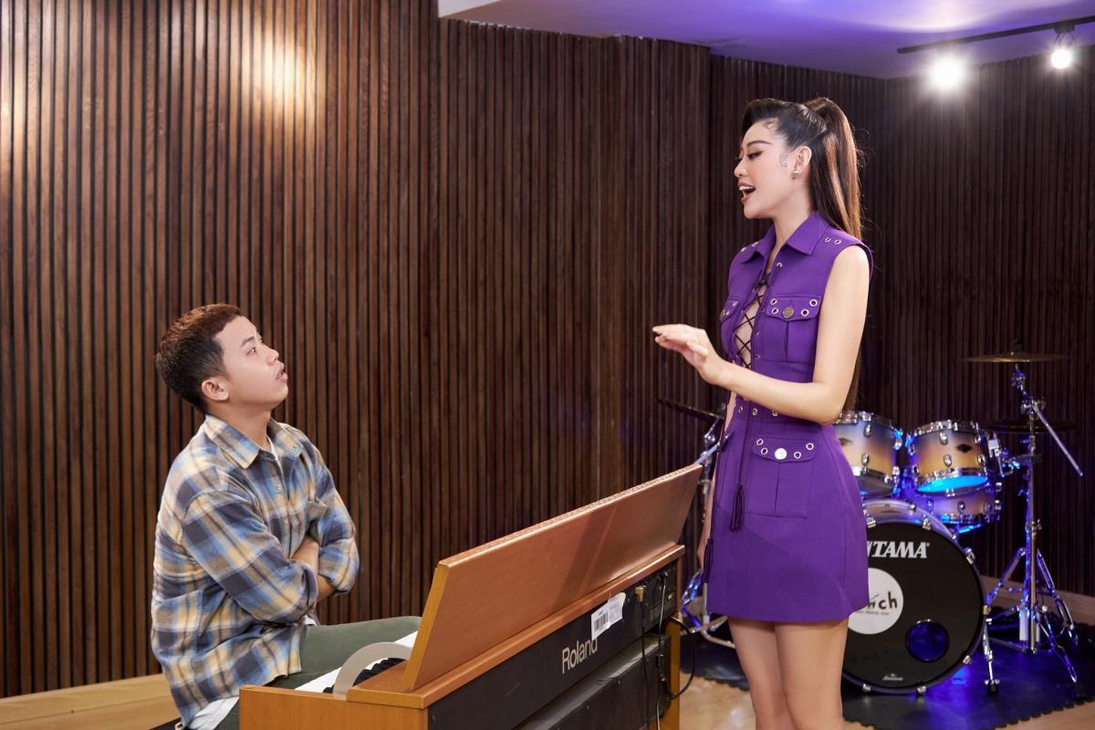 Hoa hậu Khánh Vân luyện thanh