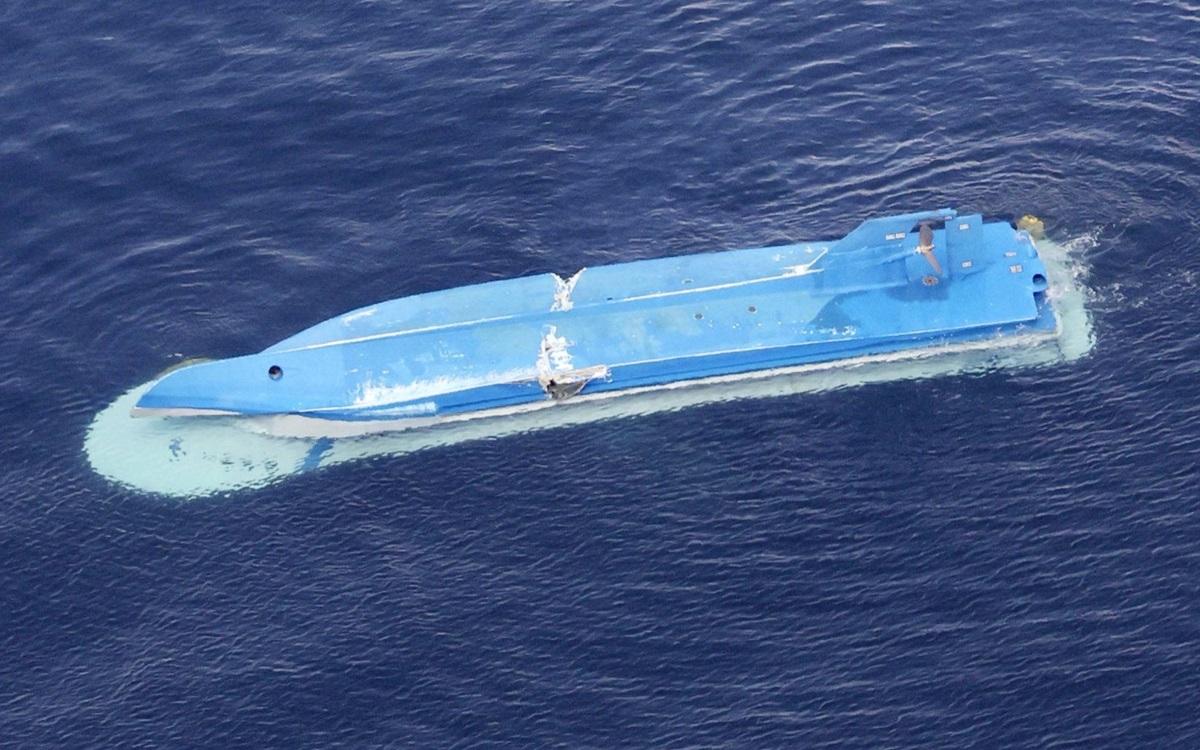 Tàu cá Nhật bị lật sau va chạm. Ảnh: Kyodo.