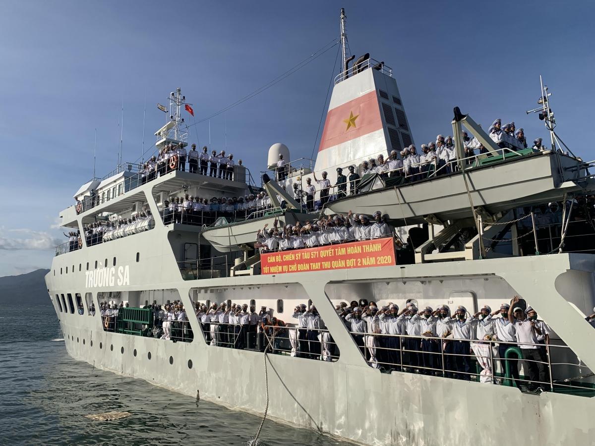 Tàu 571 chở đoàn thay quân ra Trường Sa