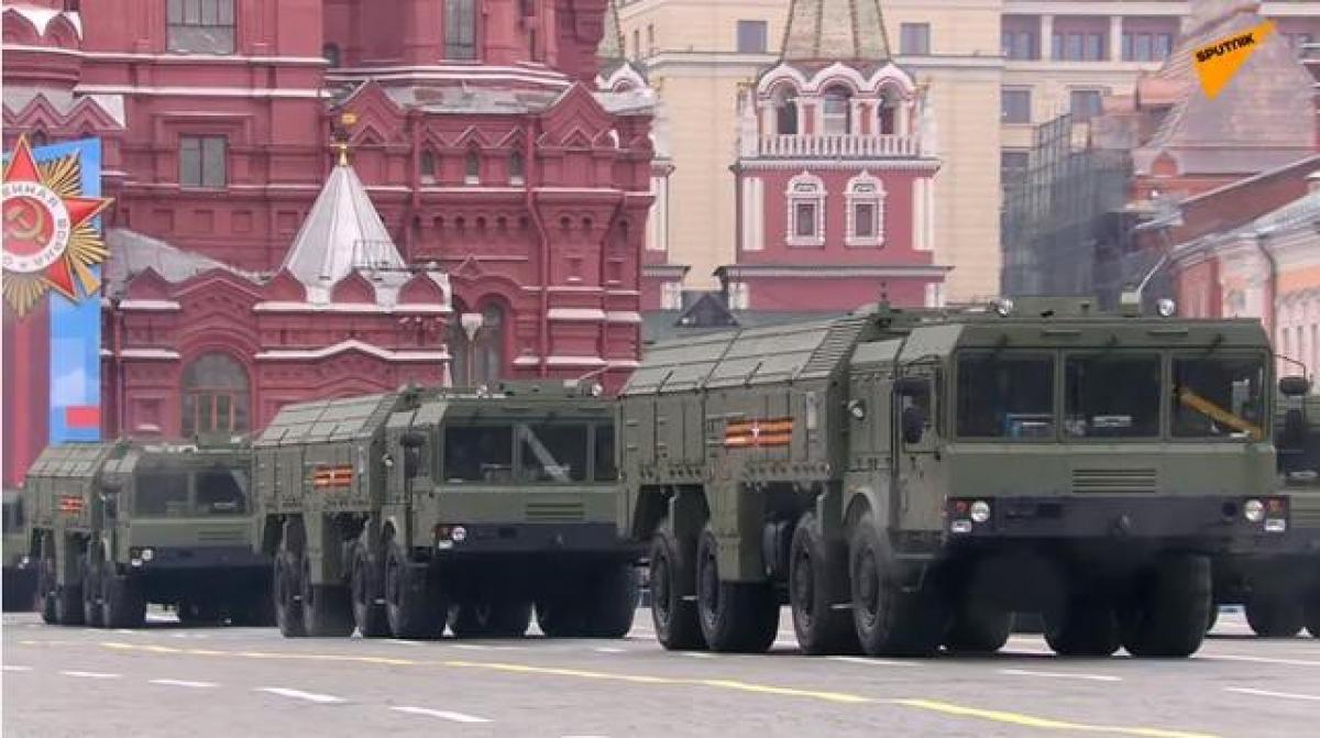 Tên lửa chiến thuật Iskander-M dẫn đầu khối tên lửa và pháo binh. Ảnh: Sputnik