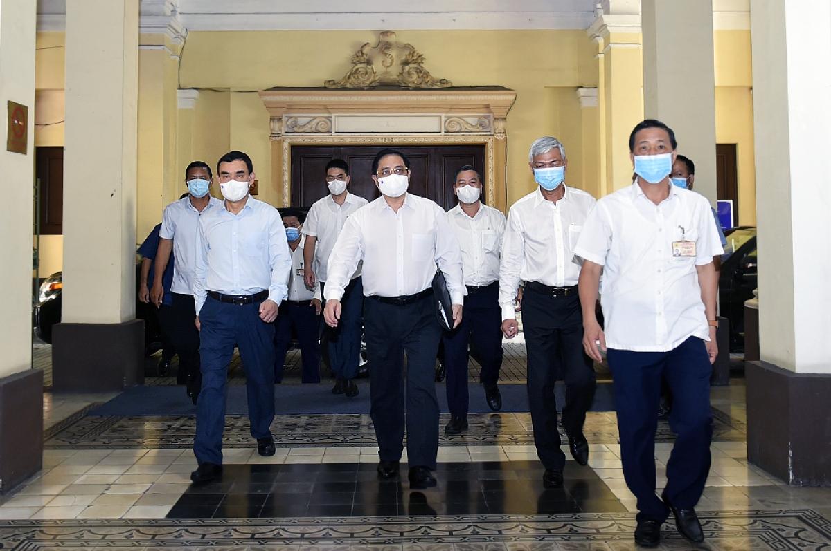 Thủ tướng Phạm Minh Chính làm việc với lãnh đạo TPHCM. Ảnh: VGP/Nhật Bắc