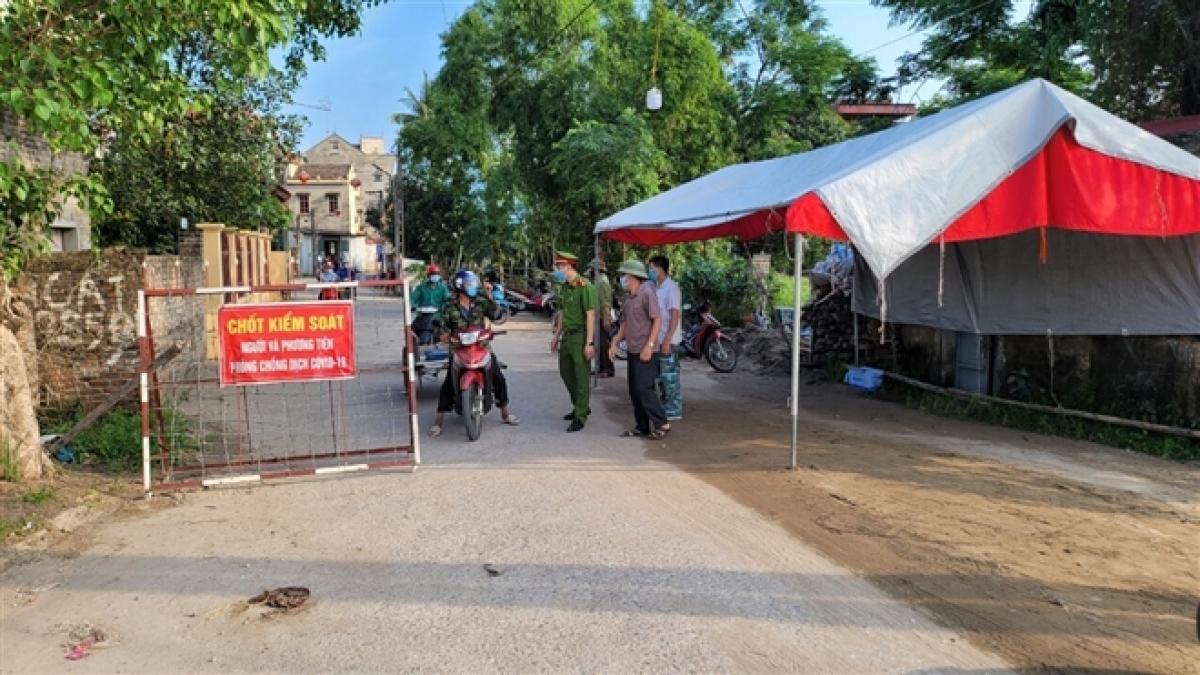 Chốt kiểm soát dịch COVID-19 xã Mão Điền, Thuận Thành, Bắc Ninh. Ảnh: VTC News