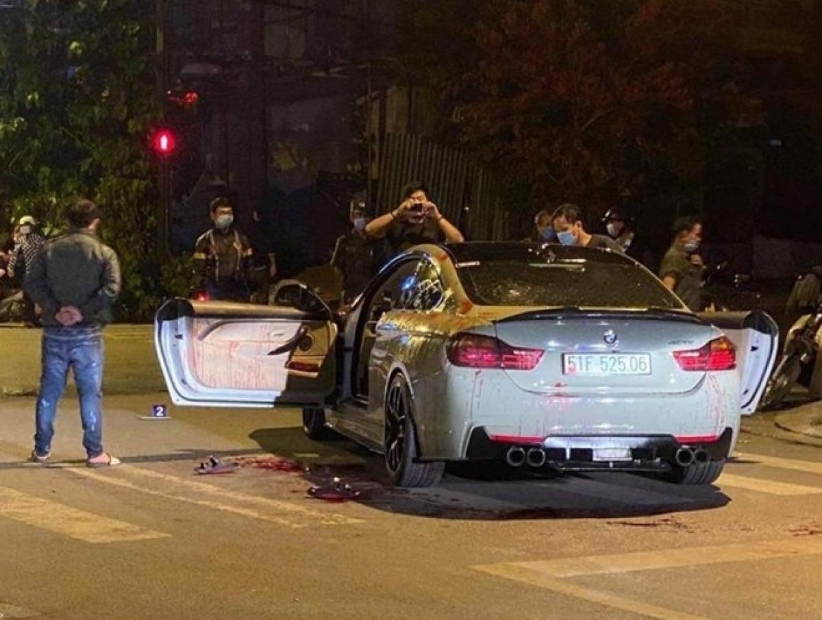 Hiện trường vụ hỗn chiến khiến 2 người đi BMW bị thương.