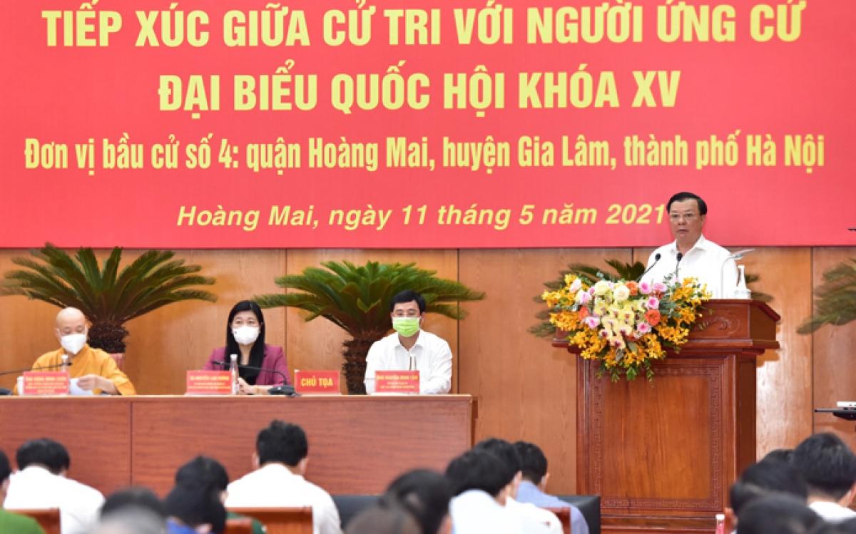 Bí thư Thành ủy Hà Nội Đinh Tiến Dũng phát biểu tại buổi tiếp xúc cử tri.