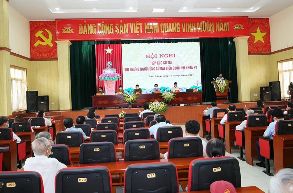 Các ứng cử viên đại biểu Quốc hội khóa XV và đại biểu Hội đồng nhân dân các cấp nhiệm kỳ 2021-2026 tiếp xúc cử tri, vận động bầu cử tại huyện Tiên Lãng, TP Hải Phòng.