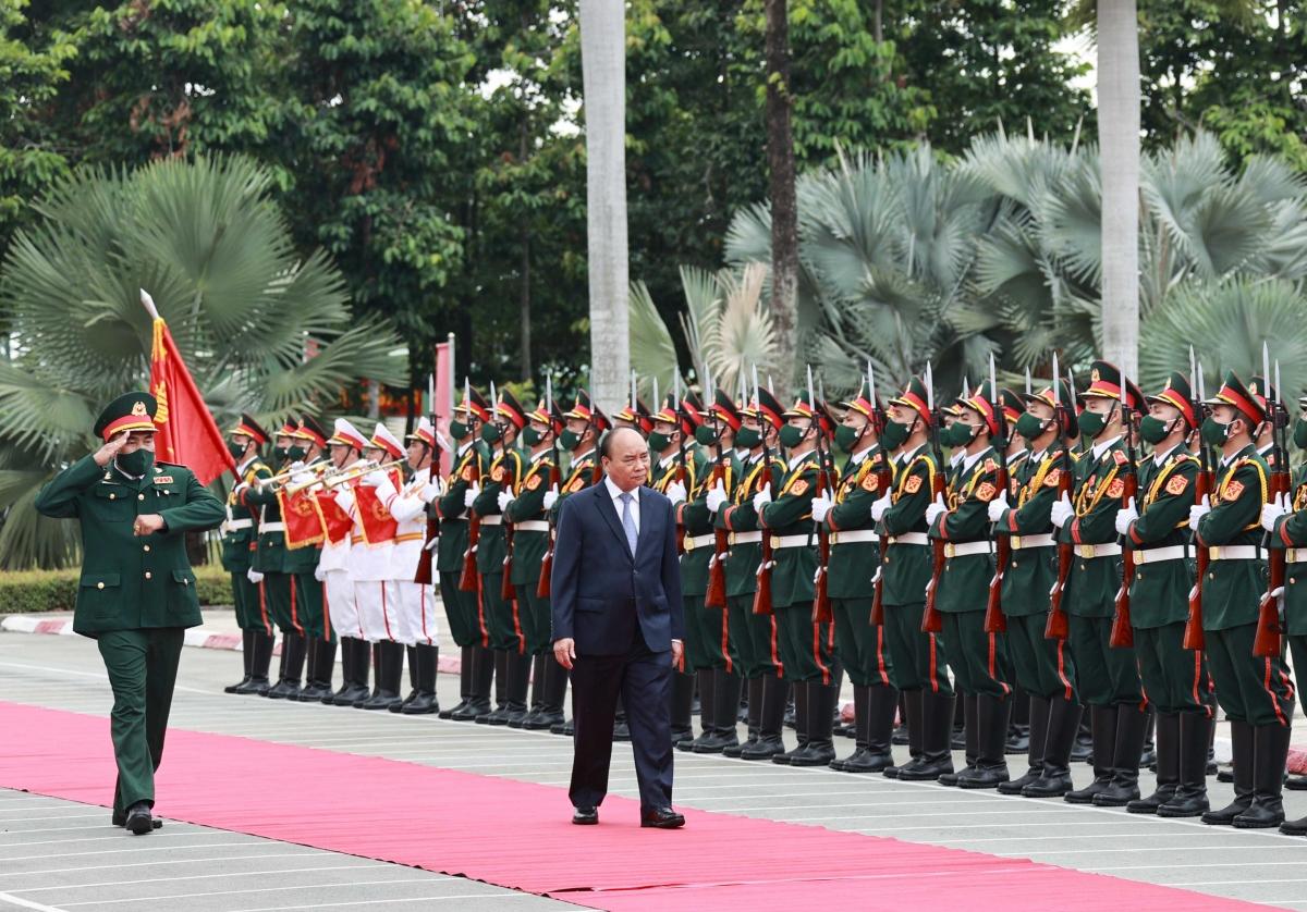 Chủ tịch nước Nguyễn Xuân Phúc tới Sư đoàn 317.