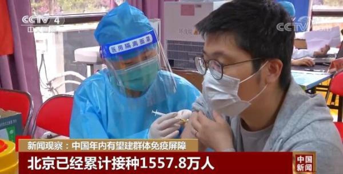 Hơn 70% dân số Bắc Kinh đã được vaccine Covid-19. Ảnh: CCTV