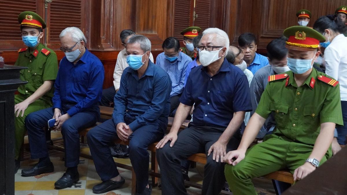 Bị cáo Trần Phương Bình cùng các đồng phạm trong đại án DongA bank tại phiên tòa sơ thẩm.
