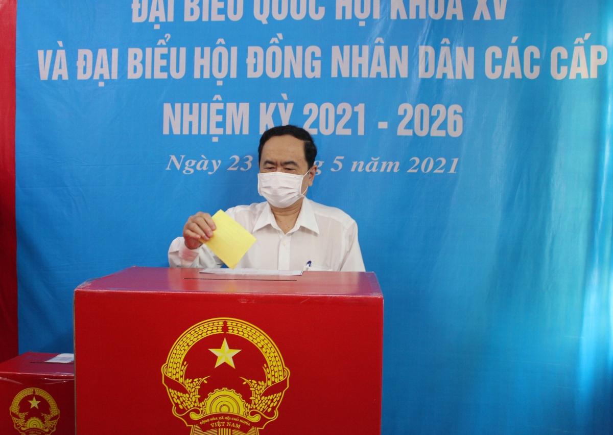 Phó Chủ tịch Thường trực Quốc hội Trần Thanh Mẫn bỏ phiếu bầu cử tại phường Tân An, quận Ninh Kiều, TP Cần Thơ.
