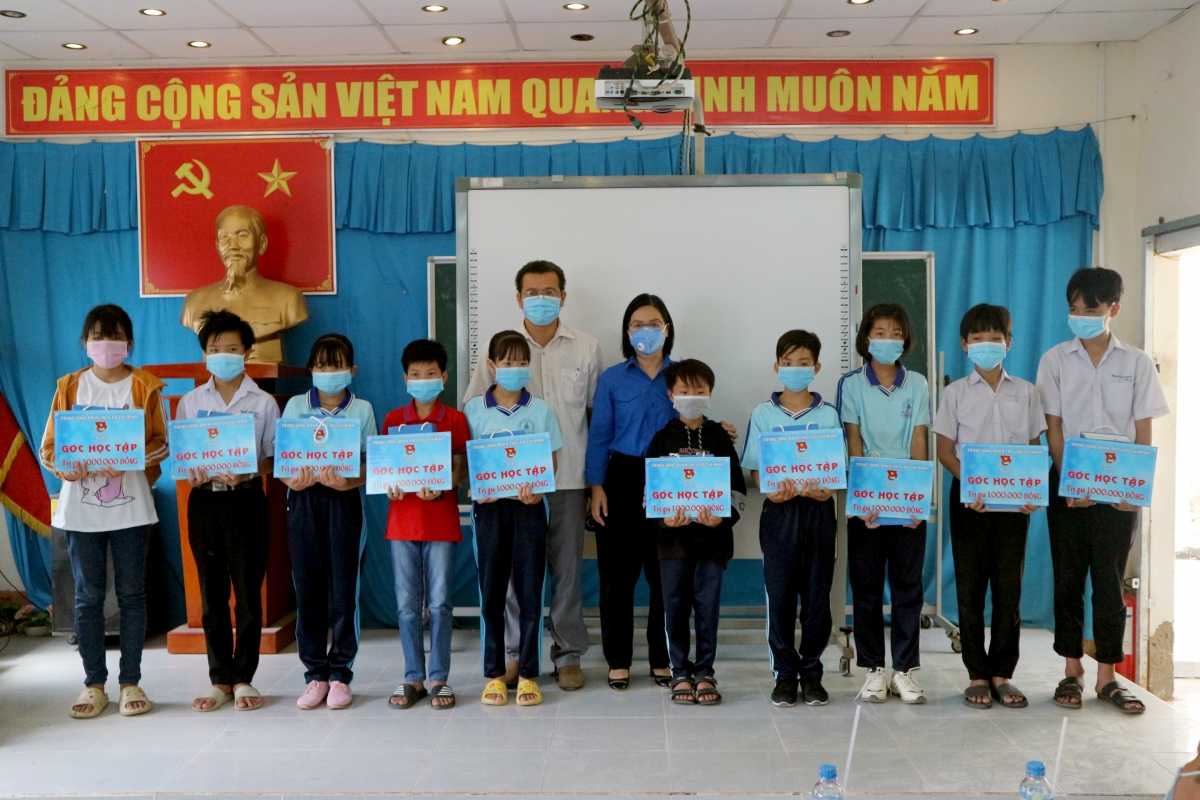 Trẻ có hoàn cảnh khó khăn trên địa bàn Trà Vinh luôn nhận được sự quan tâm từ chính quyền, đoàn thể.