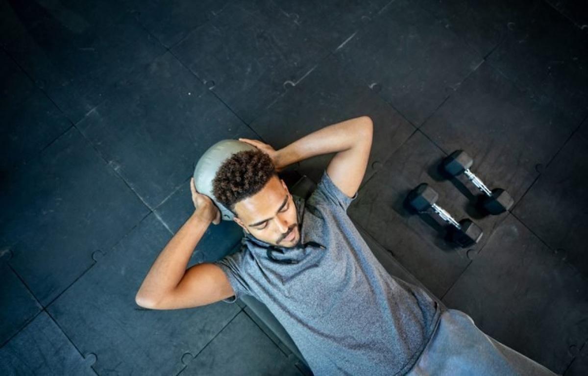 Tập luyện quá sức: Cũng vì lý do như trên, việc nâng tạ ở phòng gym có thể khiến bạn dễ mắc bệnh trĩ hơn. Bạn nên chọn các mức tạ vừa sức của mình để tránh tổn thương đường ruột.