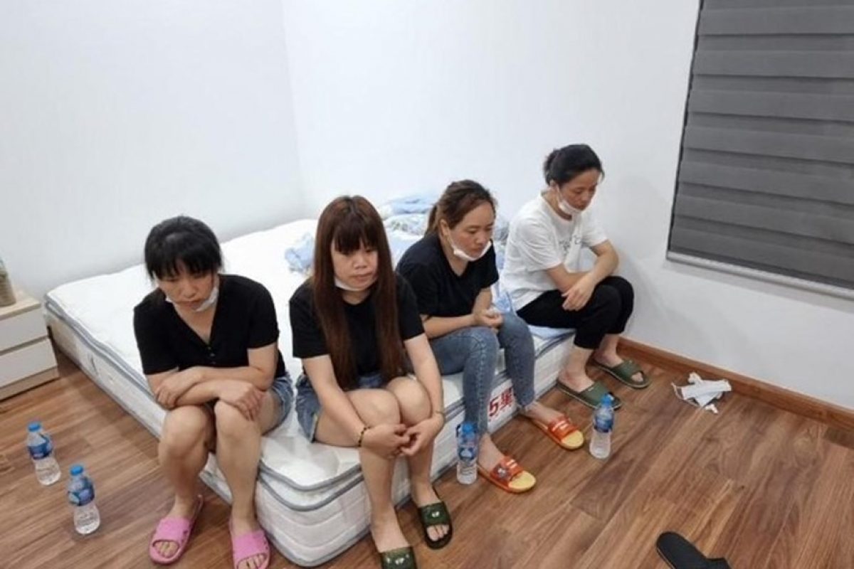 4 trong số 12 người Trung Quốc nhập cảnh trái phép tại Hà Đông Ảnh: CA