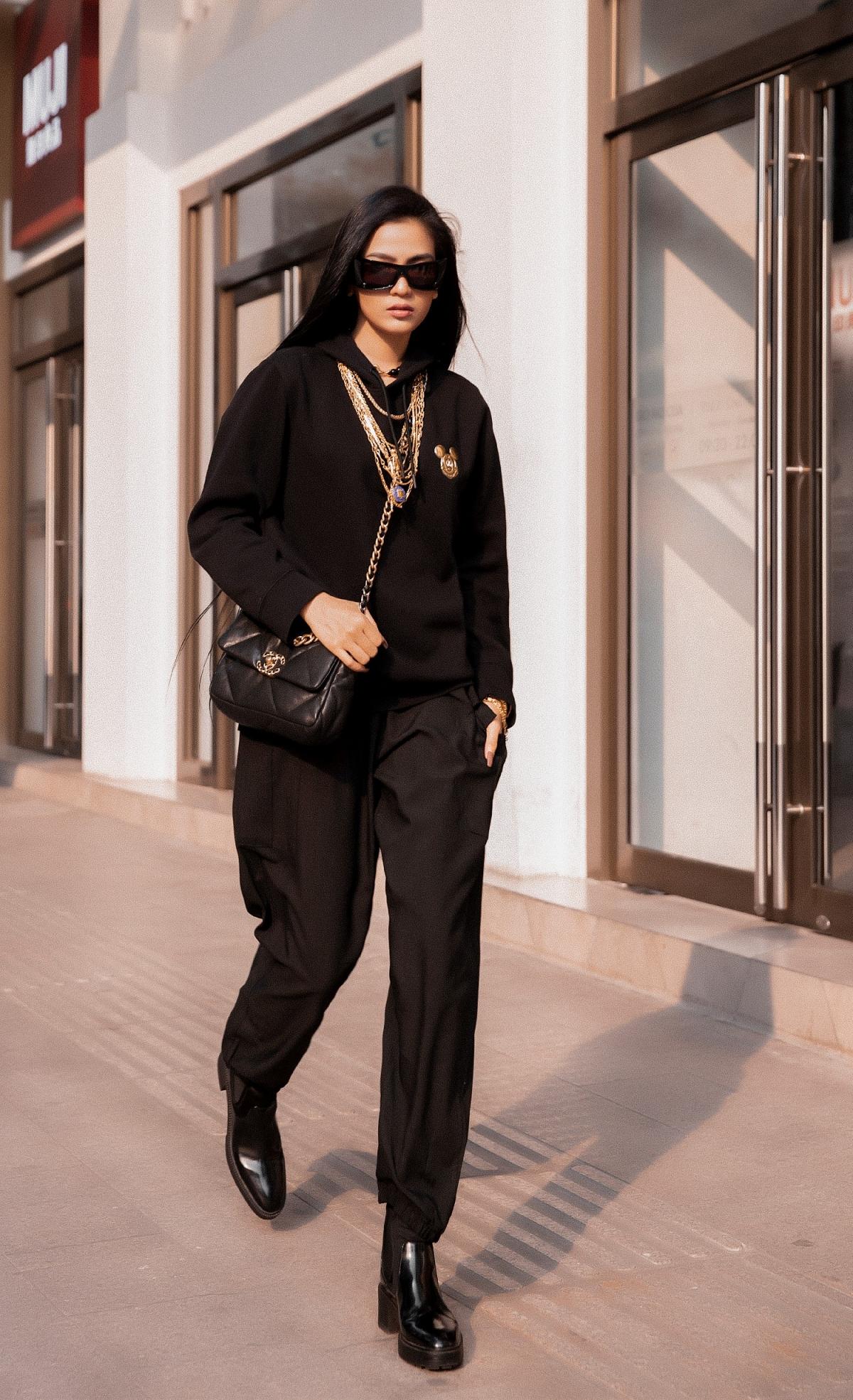 """Trương Thị May là """"tín đồ"""" của thời trang đơn sắc."""
