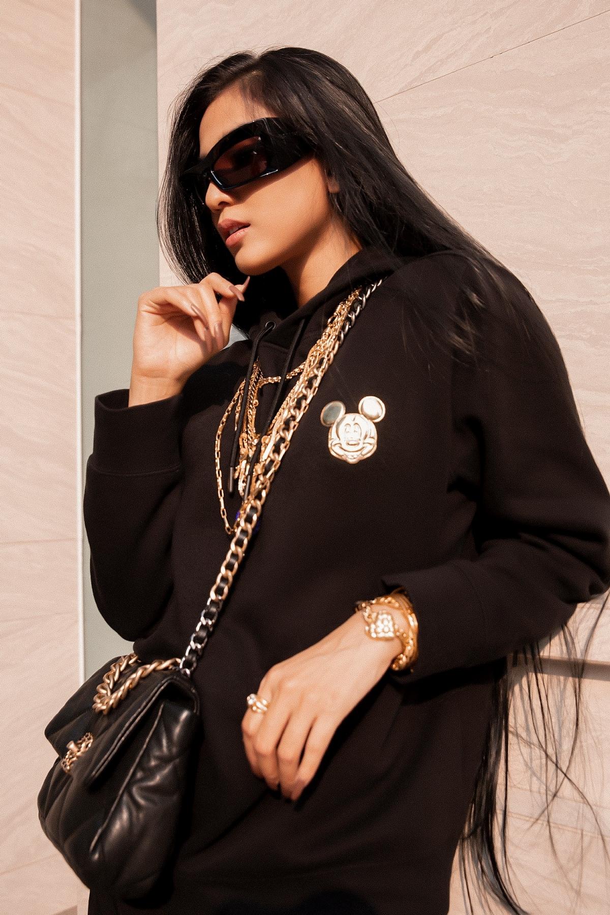 Trương Thị May phối kính hiệu cùng loạt trang phục cô yêu thích khi xuống phố.