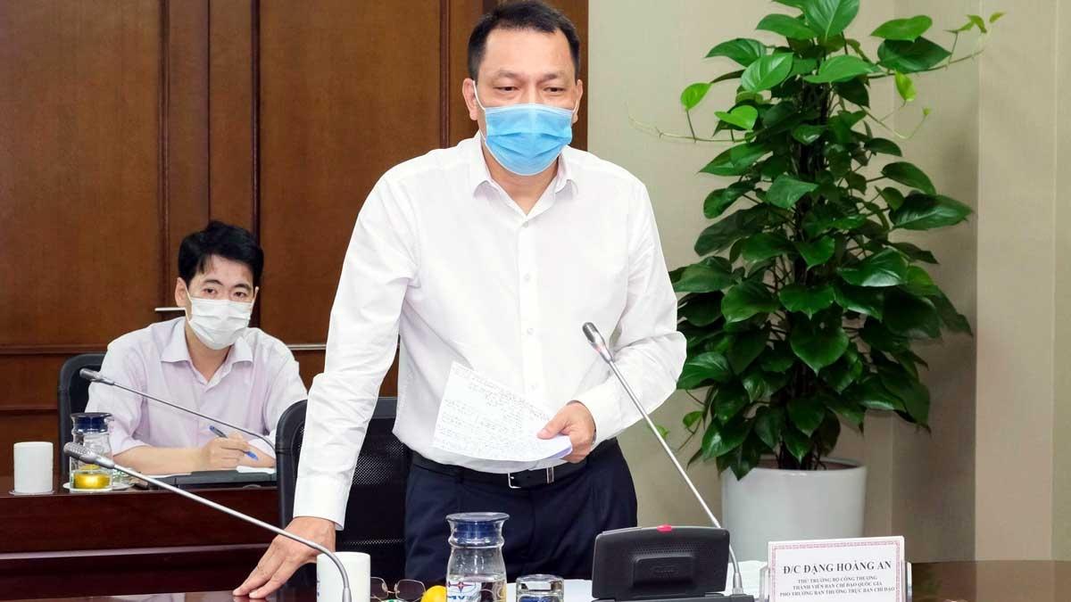 Thứ trưởng Bộ Công Thương Đặng Hoàng An - Thành viên Ban chỉ đạo Quốc gia, Phó trưởng Ban thường trực Ban chỉ đạo của Bộ Công Thương về việc phòng chống dịch bệnh Covid-19 phát biểu.