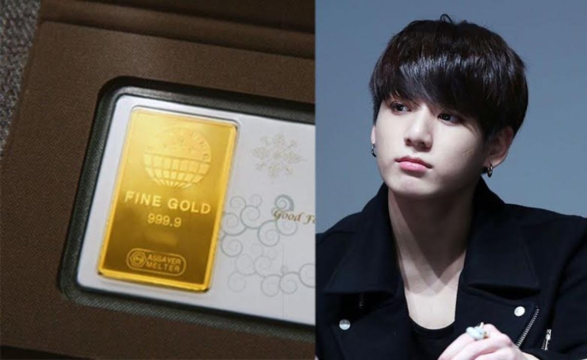 """Jung Kook của BTS từng nhận được một thỏi vàng 50 gram cho sinh nhật vào năm 2017. Món quà """"độc nhất vô nhị"""" này khiến nam ca sĩ vô cùng bất ngờ."""