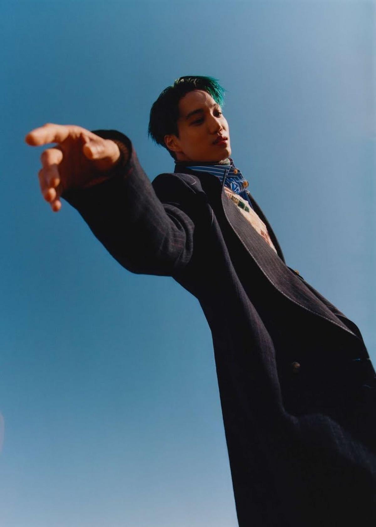 Đặc biệt, nam ca sĩ đầy thu hút trong những bộ trang phục của GUCCI.