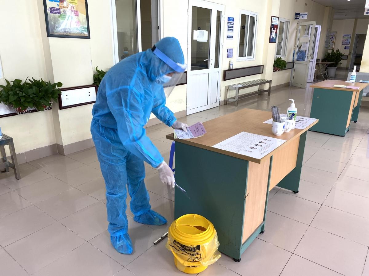 Bút dùng xong sẽ bỏ đi theo đúng hướng dẫn của Bộ Y tế trong kế hoạch tổ chức bầu cử của khối bệnh viện./.