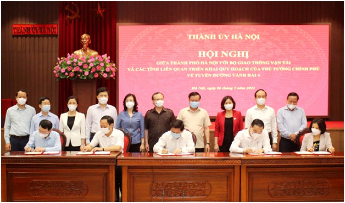 Ký kết Thỏa thuận hợp tác giữa Bộ Giao thông vận tải và thành phố Hà Nội cùng các tỉnh liên quan về triển khai tuyến đường Vành đai 4