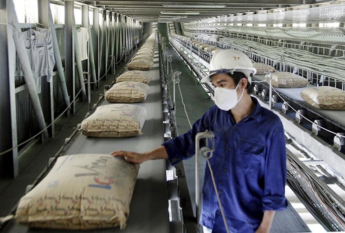 Trong năm 2021, Tổng công ty Xi măng Việt Nam (VICEM) đặt mục tiêu tiêu thụ 30 triệu tấn sản phẩm, tổng doanh thu 35.000 tỷ đồng, lợi nhuận trước thuế trên 2.300 tỷ đồng, tăng 7% so với năm trước.