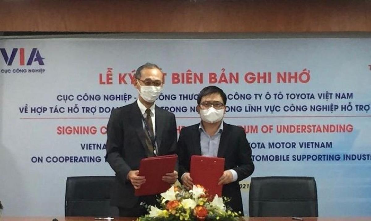 Lễ ký kết Biên bản ghi nhớ hợp tác hỗ trợ doanh nghiệp trong nước trong lĩnh vực CNHT ô tô, giữa Cục Công nghiệp và Công ty Ô tô Toyota Việt Nam diễn ra ngày 17/5/2021.