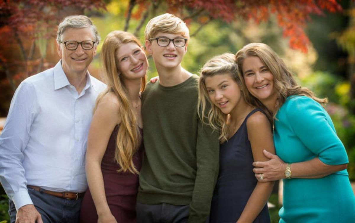Vợ chồng Bill Gates cùng 3 con trong Ngày của Cha năm 2018.