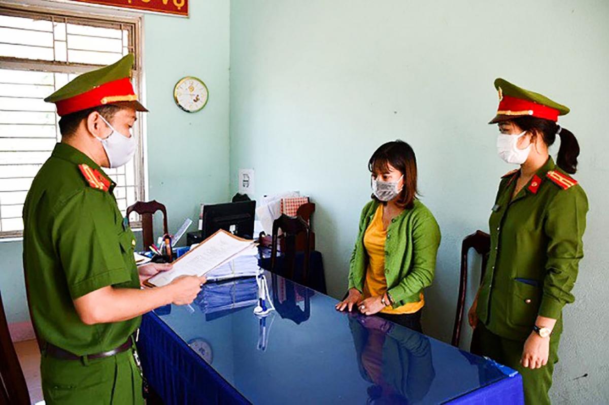 Phạm Thị Ngọc Tuyến tại cơ quan công an