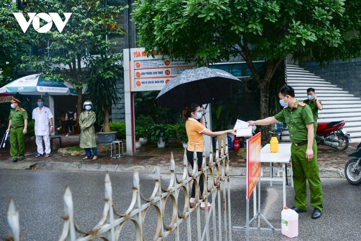 Hình ảnh phong tỏa tại khu đô thị Đồng Sơn - nơi có ổ dịch Covid-19 tại Sunny Club, tại TP Vĩnh Yên, Vĩnh Phúc