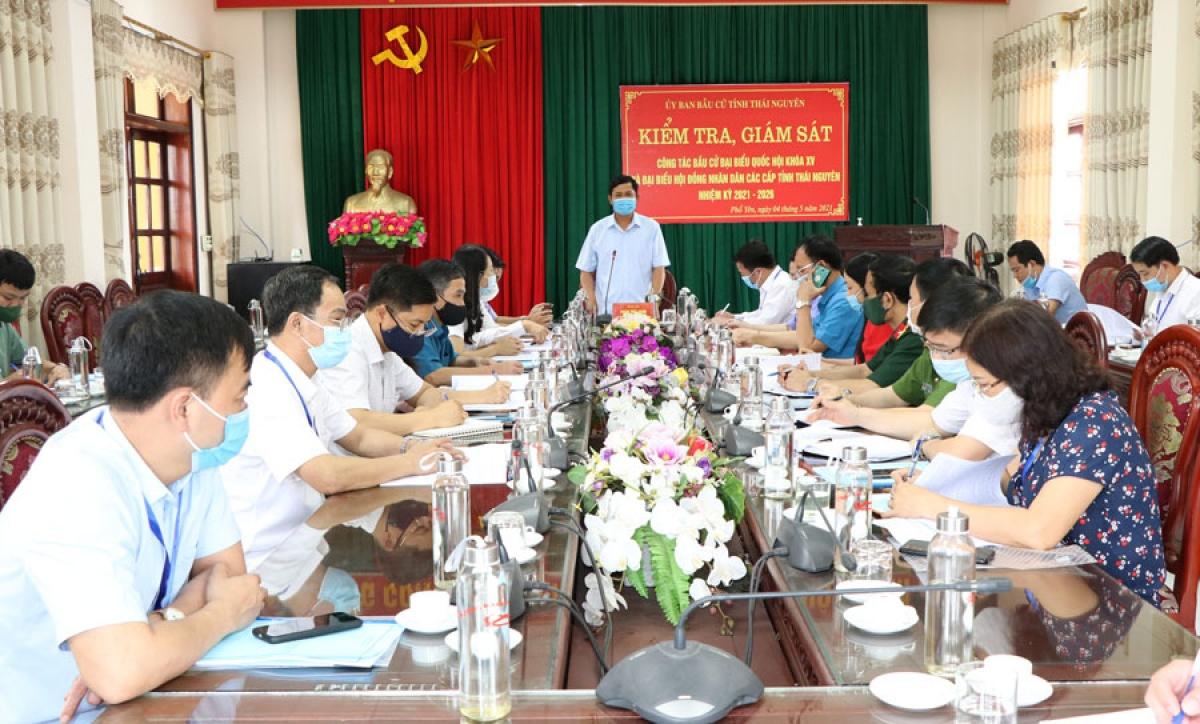 Đoàn kiểm tra, giám sát công tác bầu cử tại Thái Nguyên.