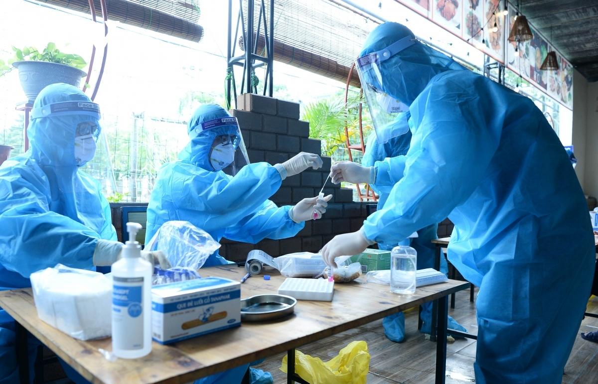 Phát hiện hơn 300 công nhân ở Bắc Giang dương tính SARS-CoV-2, Bộ Y tế họp khẩn | VOV.VN