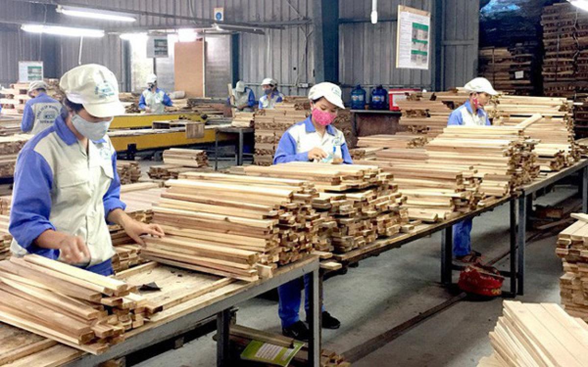 Gỗ và sản phẩm gỗ là ngành hàng xuất khẩu chủ lực với tốc độ tăng trưởng cao trong dịch Covid-19. Ảnh minh họa: KT
