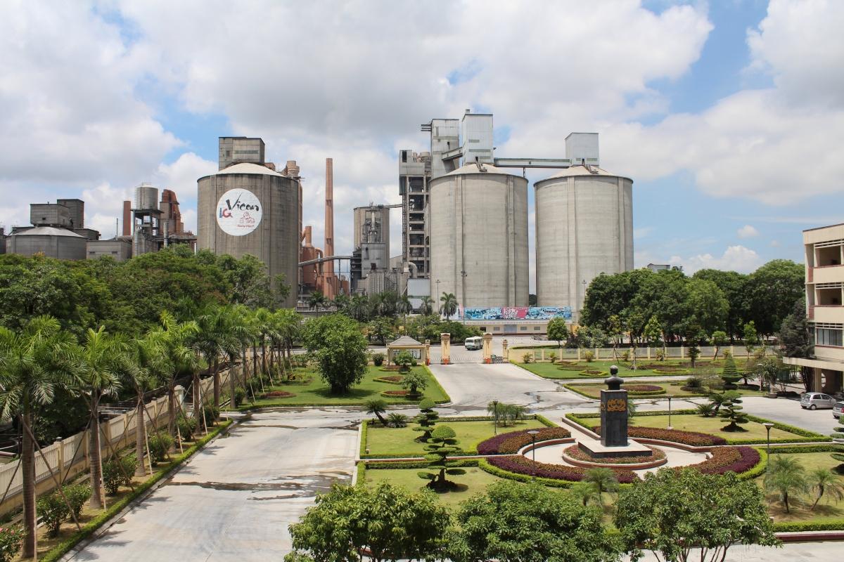 """Tổng công ty Xi măng Việt Nam và các đơn vị thành viên đang hoàn thiện tiêu chí """"VICEM Xanh"""" trong sản xuất kinh doanh."""