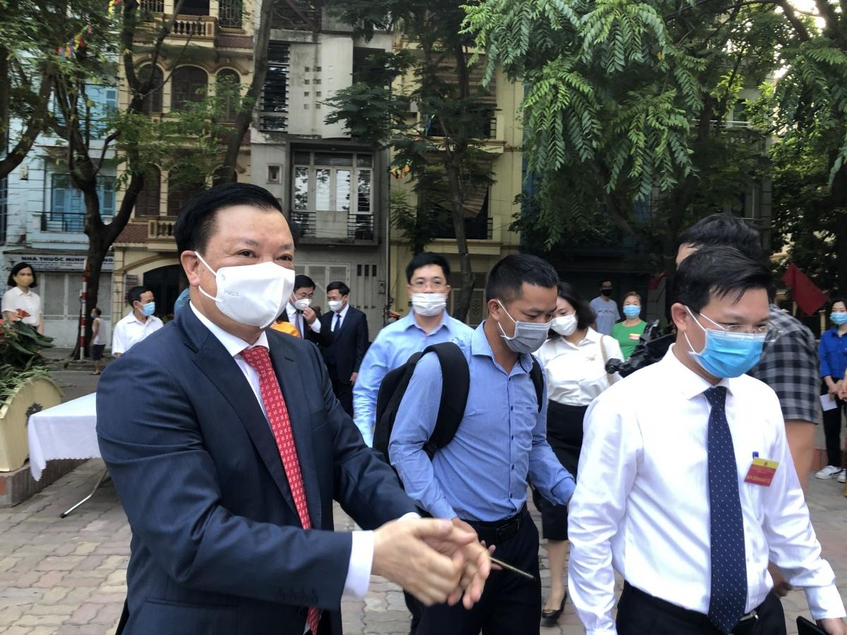 Bí thư Thành ủy Đinh Tiến Dũng kêu gọi các nhà hảo tâm đóng góp cho Thành phố.