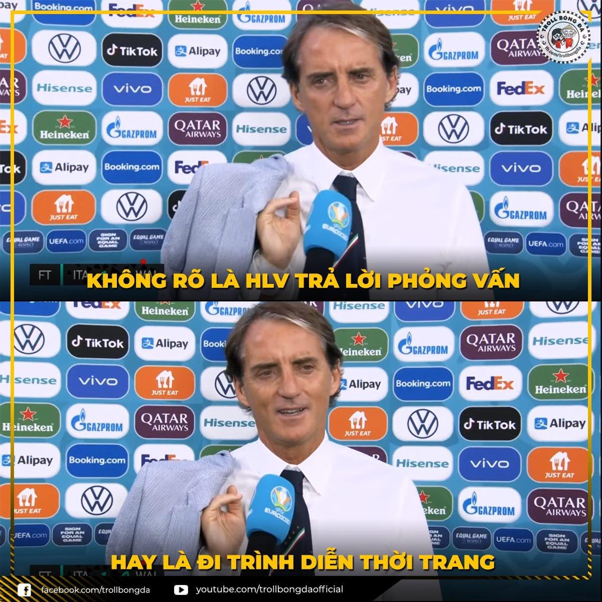 HLV Mancini (ĐT Italia) lịch lãm khi trả lời phỏng vấn. (Ảnh: Troll bóng đá).