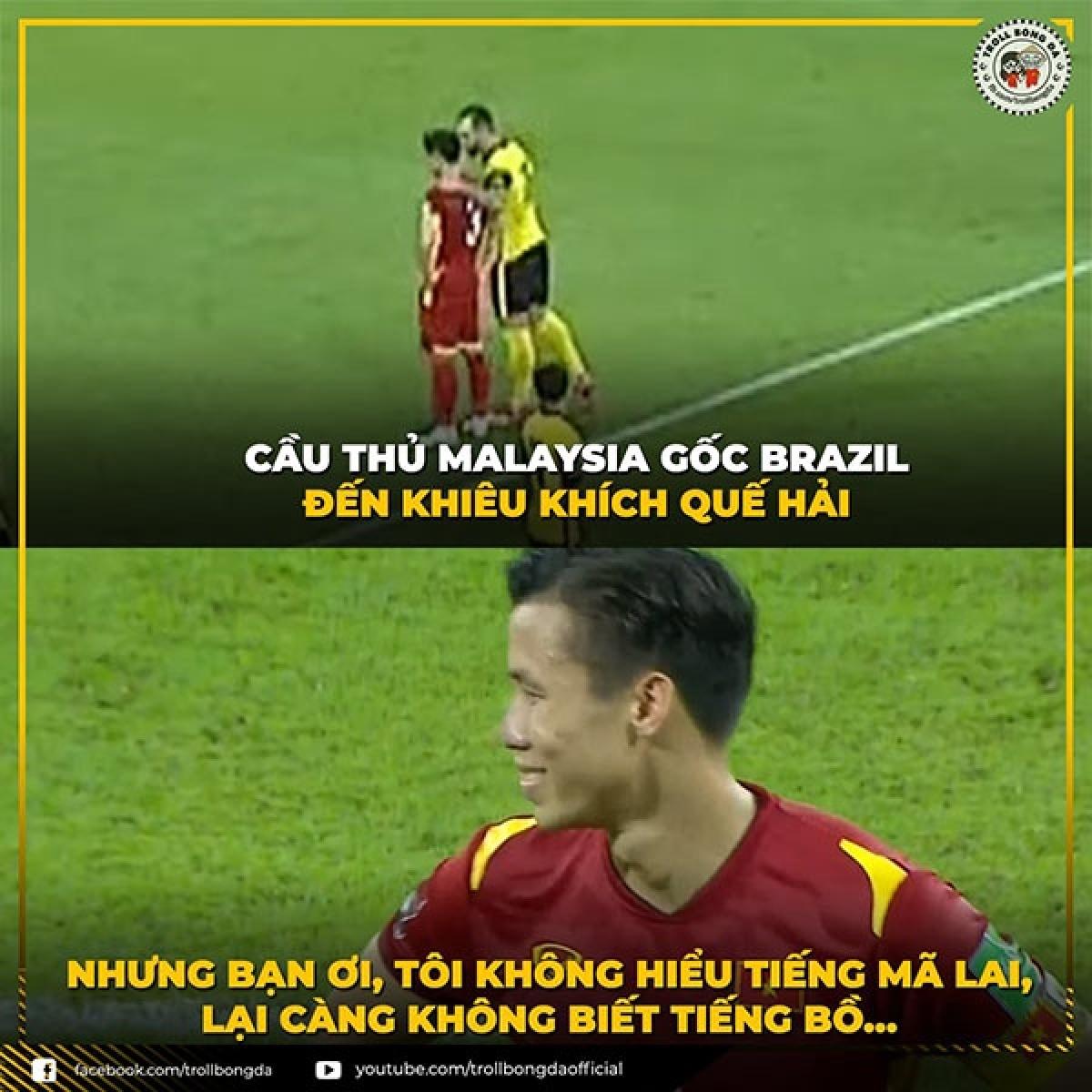 """""""Chiêu trò"""" bất thành từ cầu thủ nhập tịch của Malaysia. (Ảnh: Troll bóng đá)."""