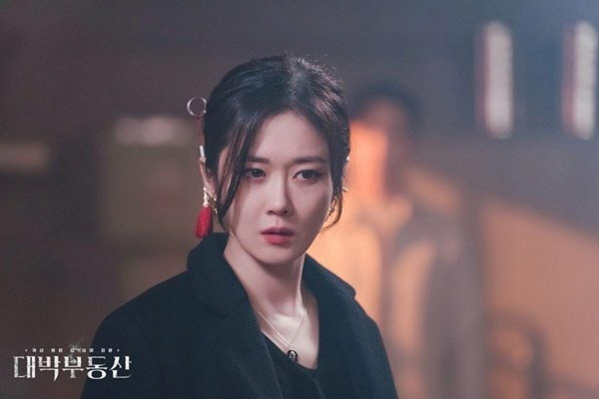 """Jang Nara trong bộ phim """"Bất động sản trừ tà""""."""