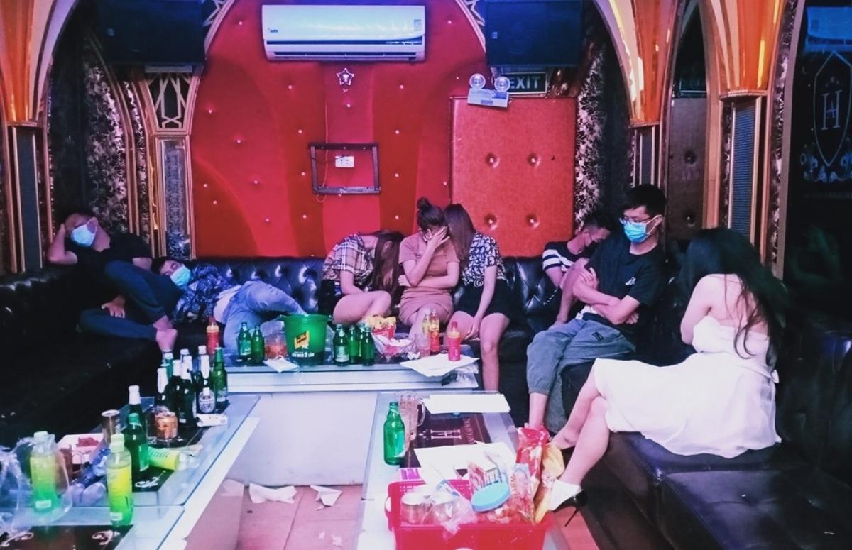 Các đối tượng sử dụng ma túy tại quán karaoke NEW 5 Sao.
