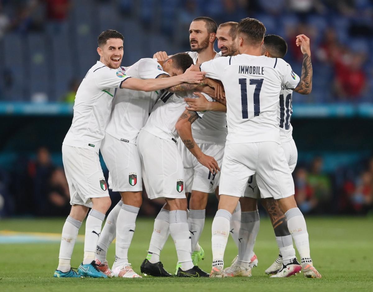 Italia có chiến thắng thuyết phục ở trận ra quân.