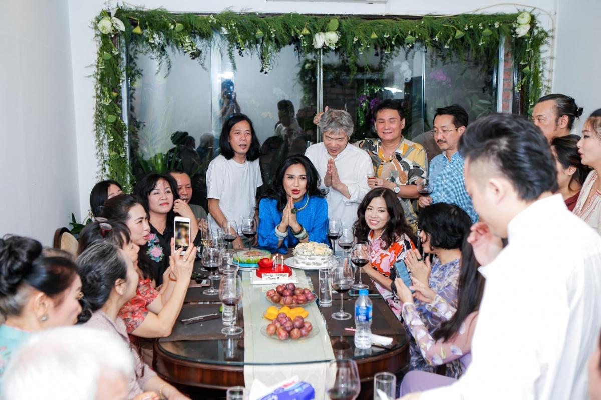 Xuất hiện trong lễ dạm ngõ còn có những người đồng nghiệp thân thiết của Thanh Lam như ca sĩ Tùng Dương, nhạc sĩ Thanh Phương, nhạc sĩ Lưu Hà An./.