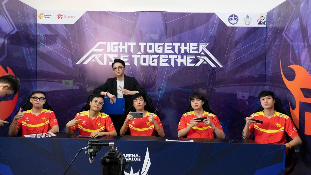 Đội hình xuất phát của Team Flash ở trận ra quân tại AWC 2021 gặp Buriram United. (Ảnh: Team Flash).