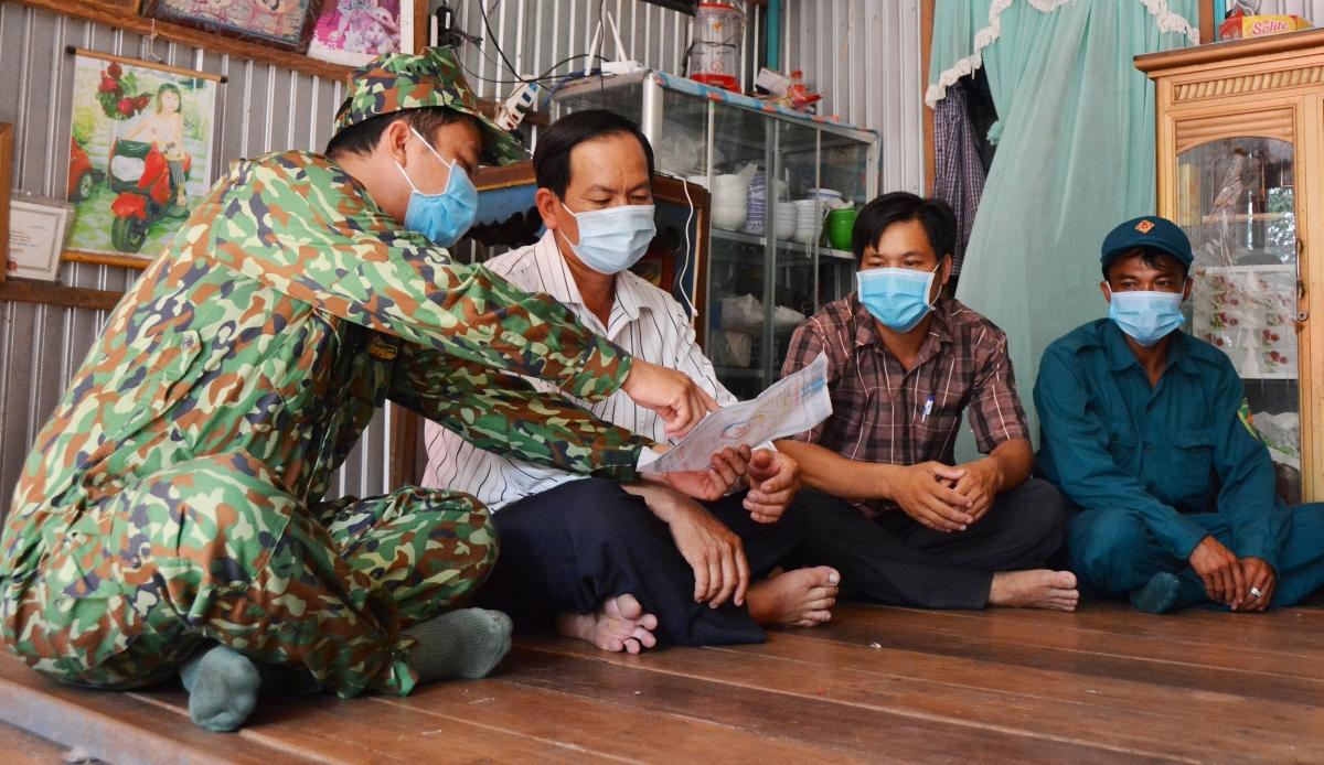 Tuyên truyền cho nhân dân nâng cao ý thức trong công tác phòng, chống dịch COVID-19.