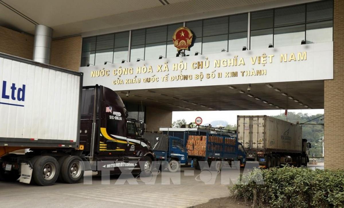 Chiều 22/6, hàng trăm xe chở nông sản đã được xuất khẩu qua cửa khẩu Kim Thành.