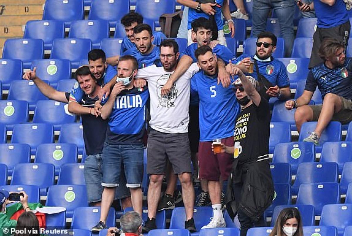 Các tifosi cuồng nhiệt. (Ảnh: Reuters).