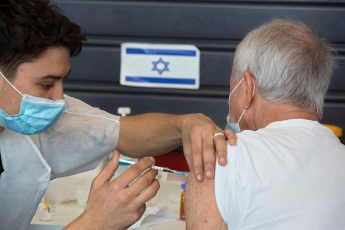 Israel tiêm vaccine Covid-19 cho người dân từ tháng 12/2020. Ảnh: Wall Street Journal